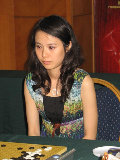 原创和美女棋手陈盈合影